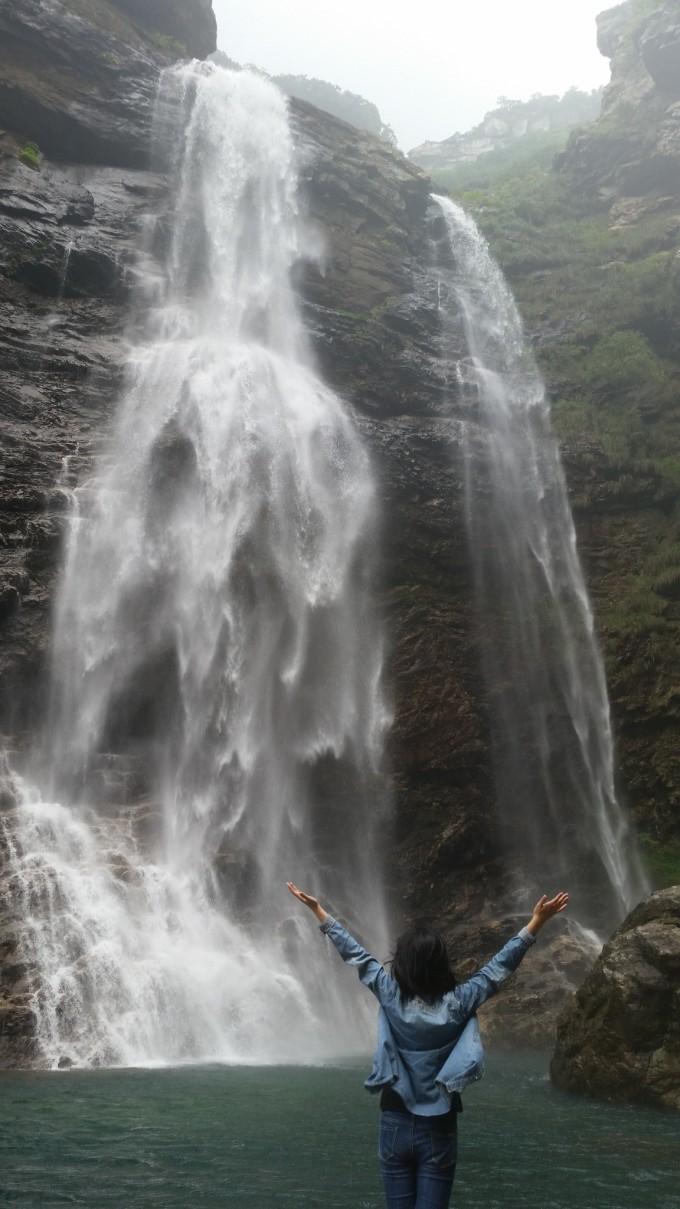 水墨庐山瀑布素材