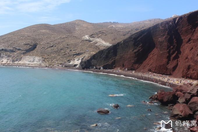 从2016年年初开始,我和老公就开始计划这一趟希腊行,最初想去希腊,是因为偶然间在一张明信片上看到了扎金索斯的沉船湾,瞬间被那抹蓝吸引,那海水的颜色简直美到不可思议,再到后来家里招待了一位来自美国的沙发客,给我们看了一张雅典卫城百年前后的对比照片,让我突然对希腊的历史产生了浓厚的兴趣。就这样,我们把希腊行早早提上日程,然而,因为搬家,出国,移民的种种原因占据了我太多的心力,让我并没有花太多时间在这趟原本充满期待的旅行上,定了机票后一切安排都搁置一旁,圣岛和扎岛的酒店提前一周才定,雅典的酒店是在到雅典前一天