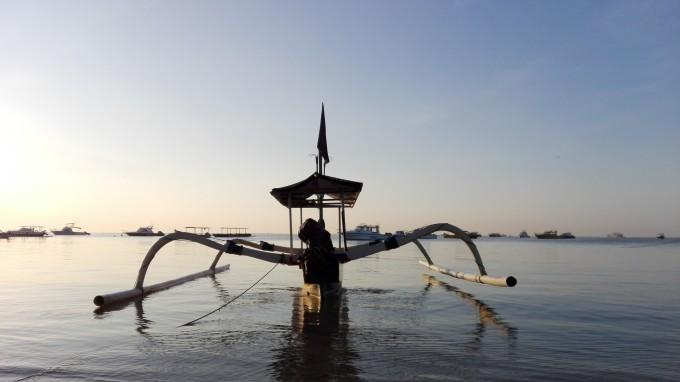 巴厘岛特色的蜘蛛船. 出发坐船去蓝梦岛了
