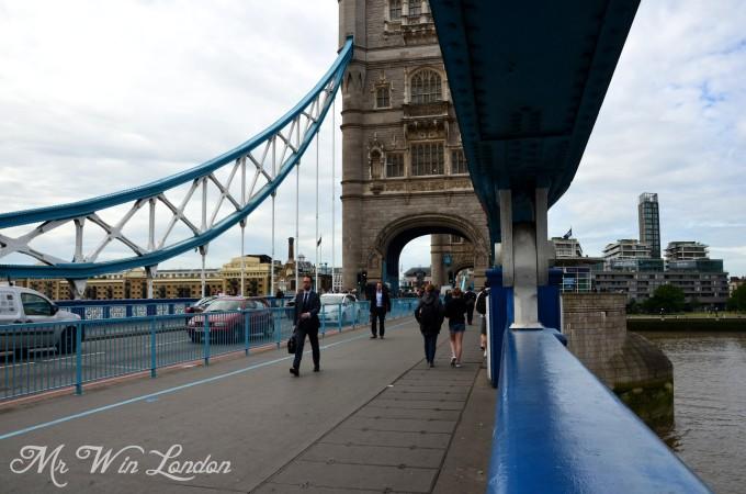 出地铁口就能看到伦敦塔桥