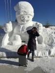 机场外的大雪人,过客必拍